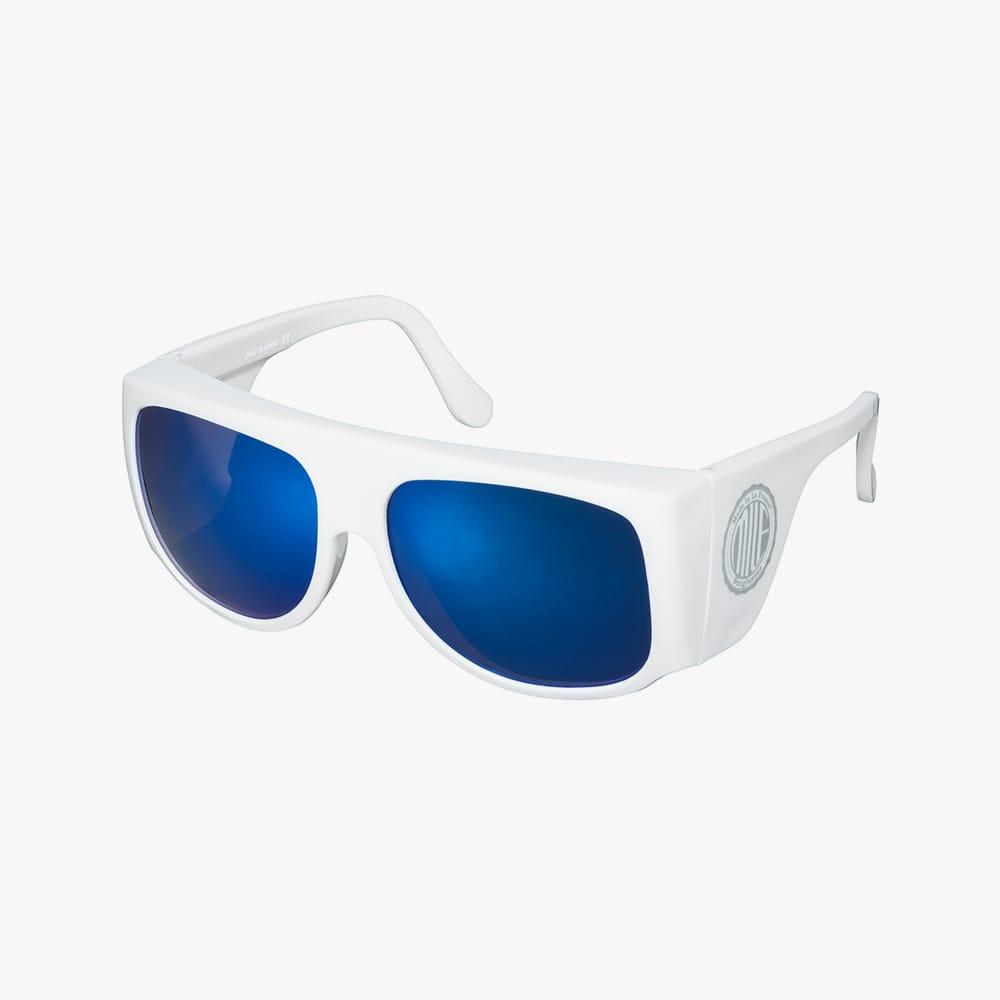 Milf-amilf-white-blue